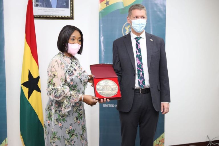 Foreign Minister bids British High Commissioner farewell