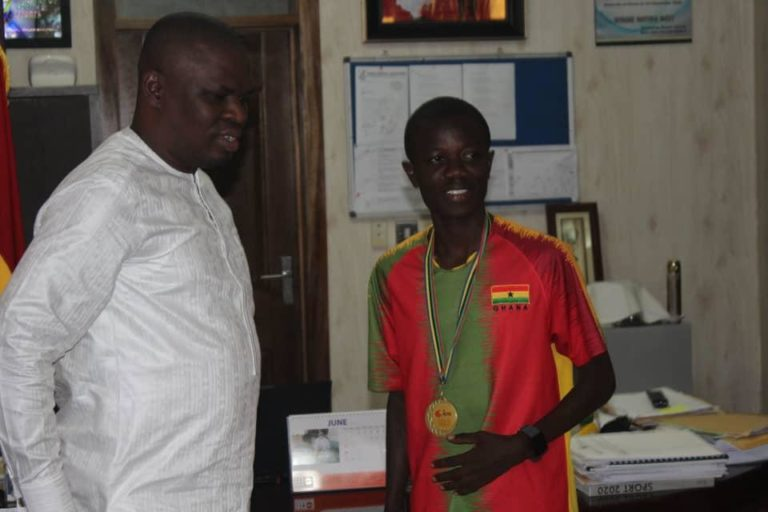 Long distance athlete Amponsah visits Youth and Sports Minister