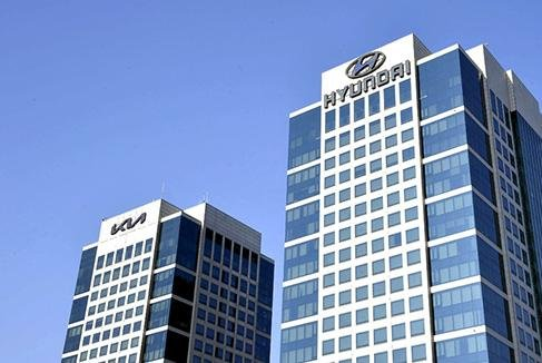 Hyundai union votes to accept wage deal, won't strike