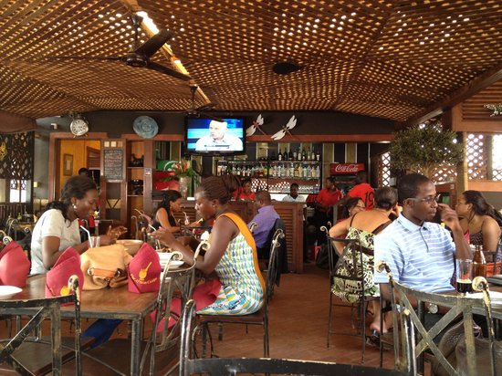 Ghanaian man absconds from restaurant and refuses to pay ₵600 bill after the lady he invited for lunch brought along three other girls