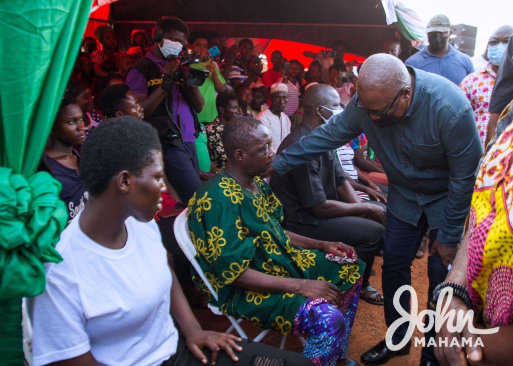 Mahama visits Ejura accident victims