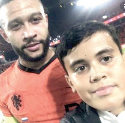 Young Pitch Invader Faces Ban For Selfie With Depay, Fine Cut By £300 To £86
