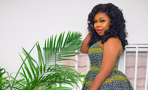Afia schwar makes a huge statement with her raw chest as she marks No Bra Day in style » ™