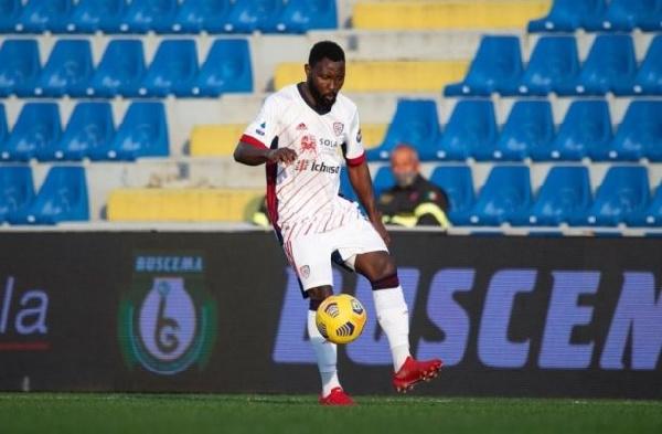 Kwadwo Asamoah among 39 active players without clubs