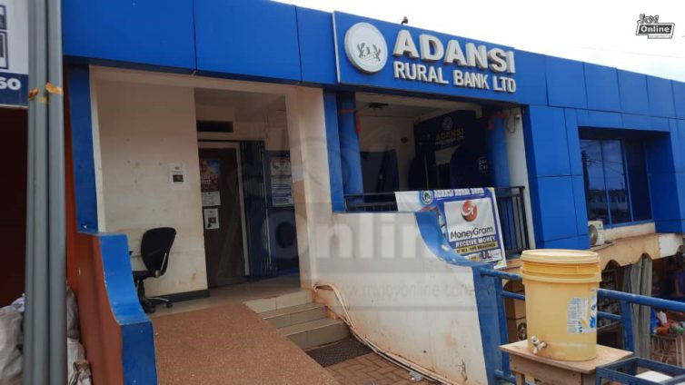 Robbers suffocate security man to death in bank operation
