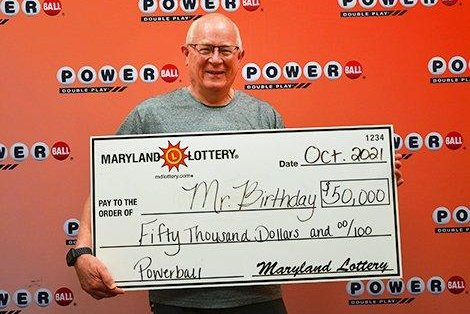 Man shopping for birthday party supplies buys $50,000 Powerball ticket