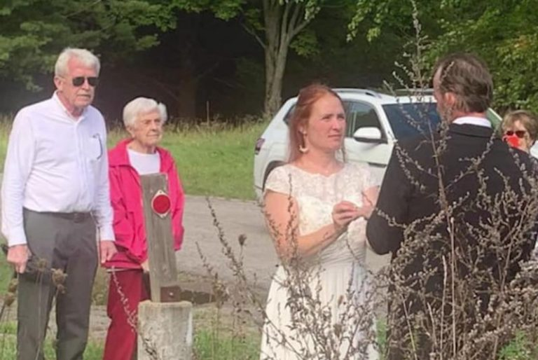 Watch: New York couple holds wedding at Canadian border so family can attend