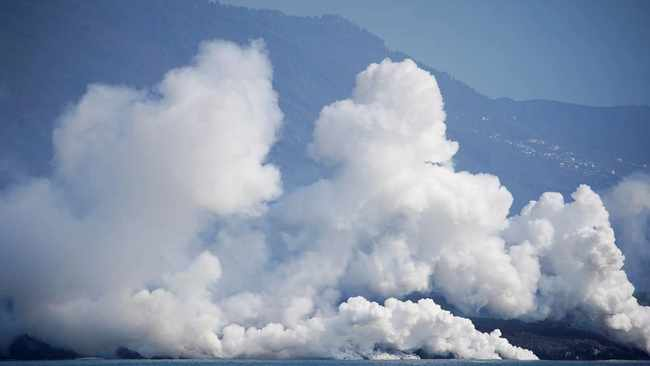Volcanic ash build up shuts airport on La Palma in Spain's Canary Islands
