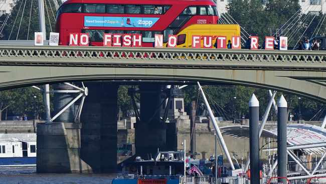 Greenpeace joins forces with UK fishermen to deliver a message to Parliament