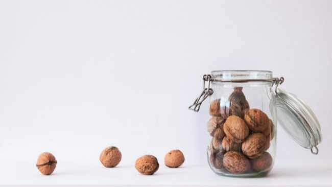 Eating walnuts daily lowers 'bad' cholesterol, may reduce cardiovascular disease risk