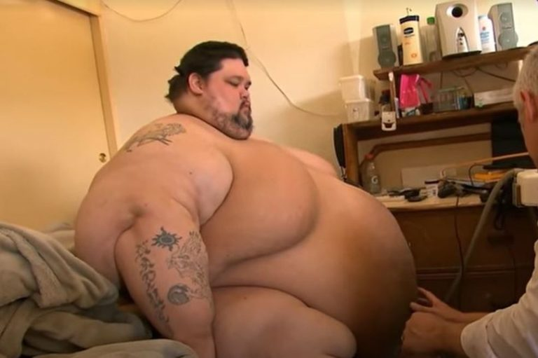 World's 'fattest' man too big for wedding night sex eats himself to death